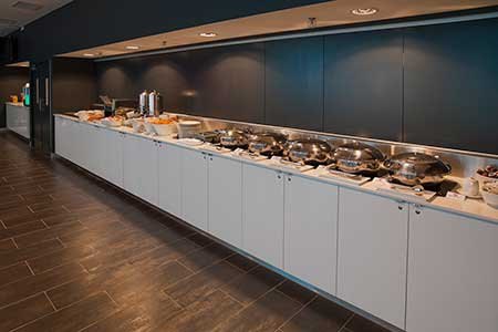 travelodge-hotel-docklands-melbourne-hotel-restaurant-breakfast-buffet-2012-450x300.jpg